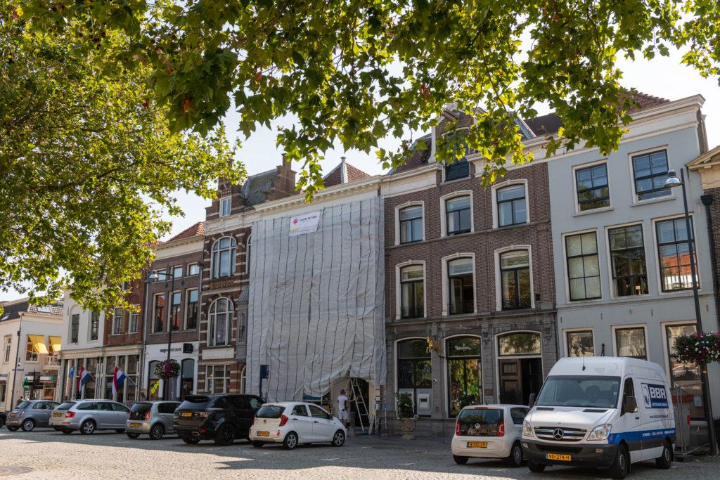 Met respect voor historie het geboortehuis van Gerard en Anton Philips schilderen