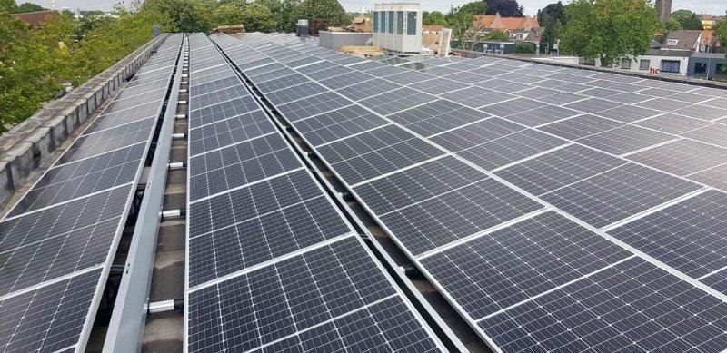 300 zonnepanelen op het dak